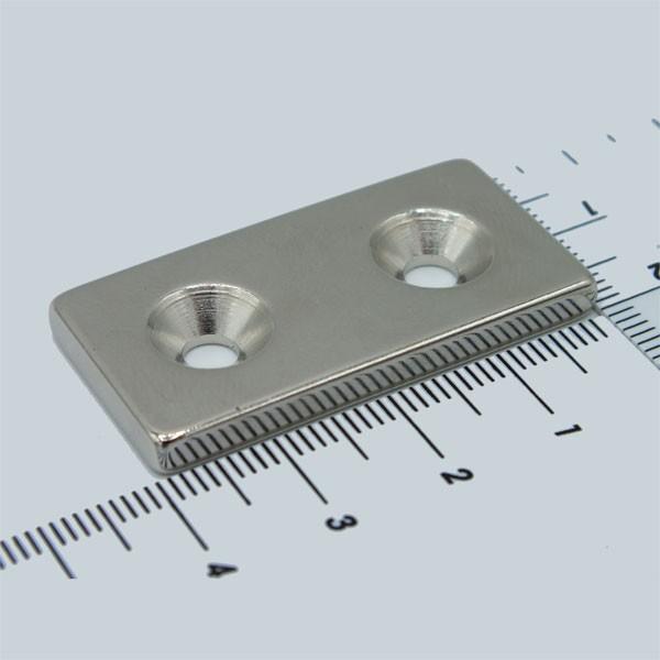 56594 Neodym Flachmagnetleiste 40x20x4 mm mit Bohrung und Senkung